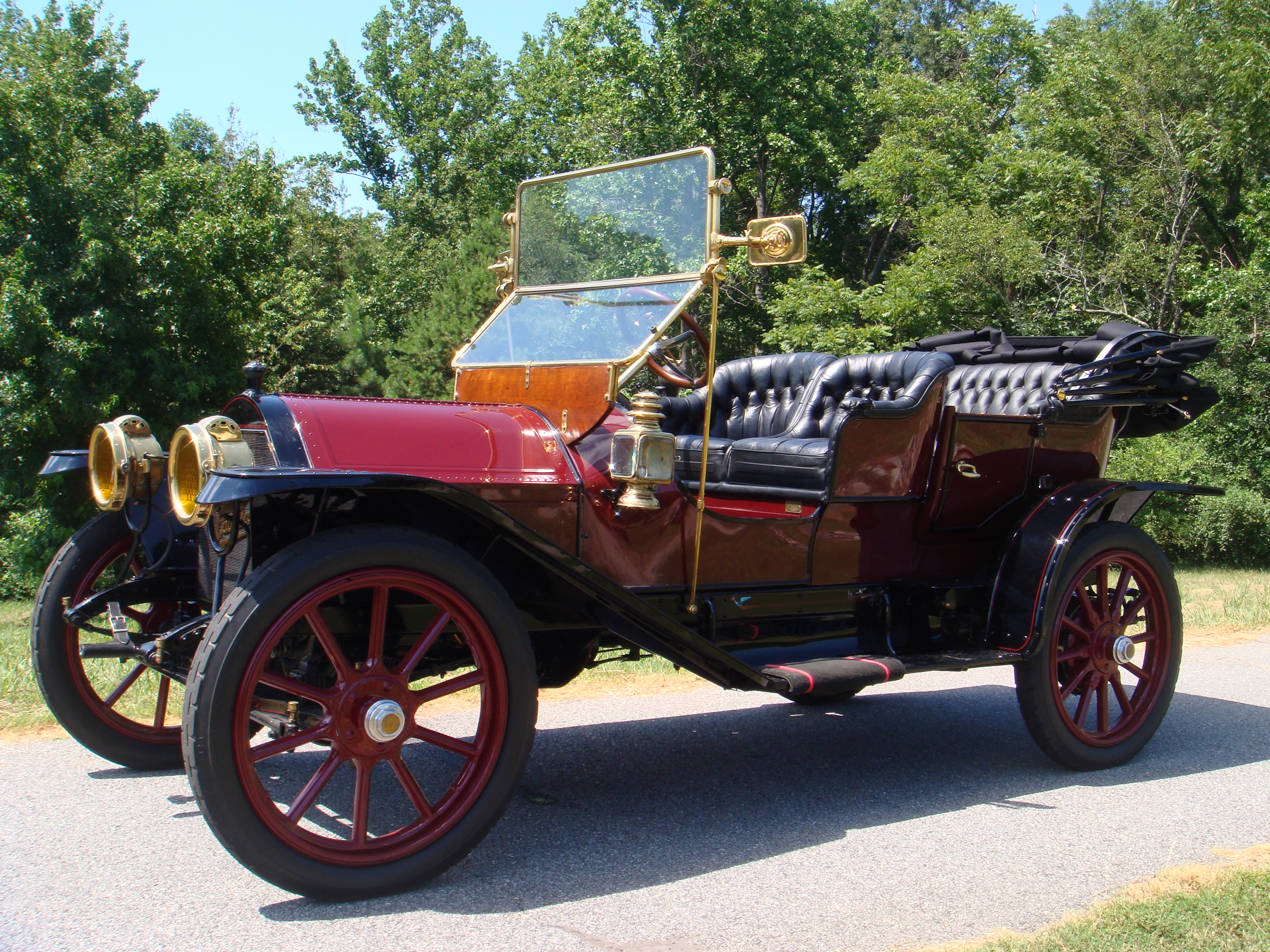 Horseless carriage club of america visits port colborne for Car carriage