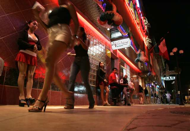 Prostitutes find where in falls to niagara Hookups in