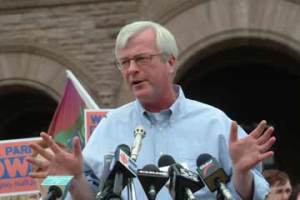 As an MPP and veteran member of the NDP, Peter Kormos often spoke at citizens' rallies in front of Queen's Park.