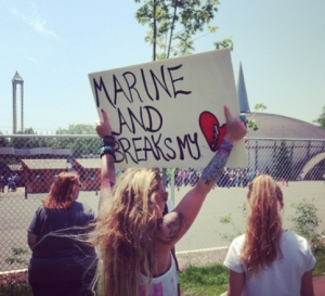 Another demonstration in front of the Marineland amusement park in Niagara Falls, Ontario. Photo courtesy of Marineland Animal Defense