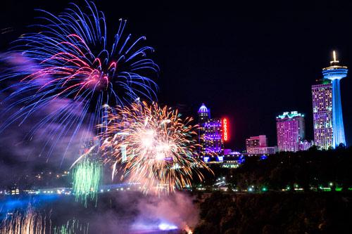 fireworks-niagara-falls-new-year
