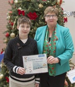 Thomas Woodruff (left) with Niagara Health President Suzanne Johnston presenting the Holiday Card Contest grand prize certificate at the St. Catharines Site. Photo courtesy of Niagara Health System